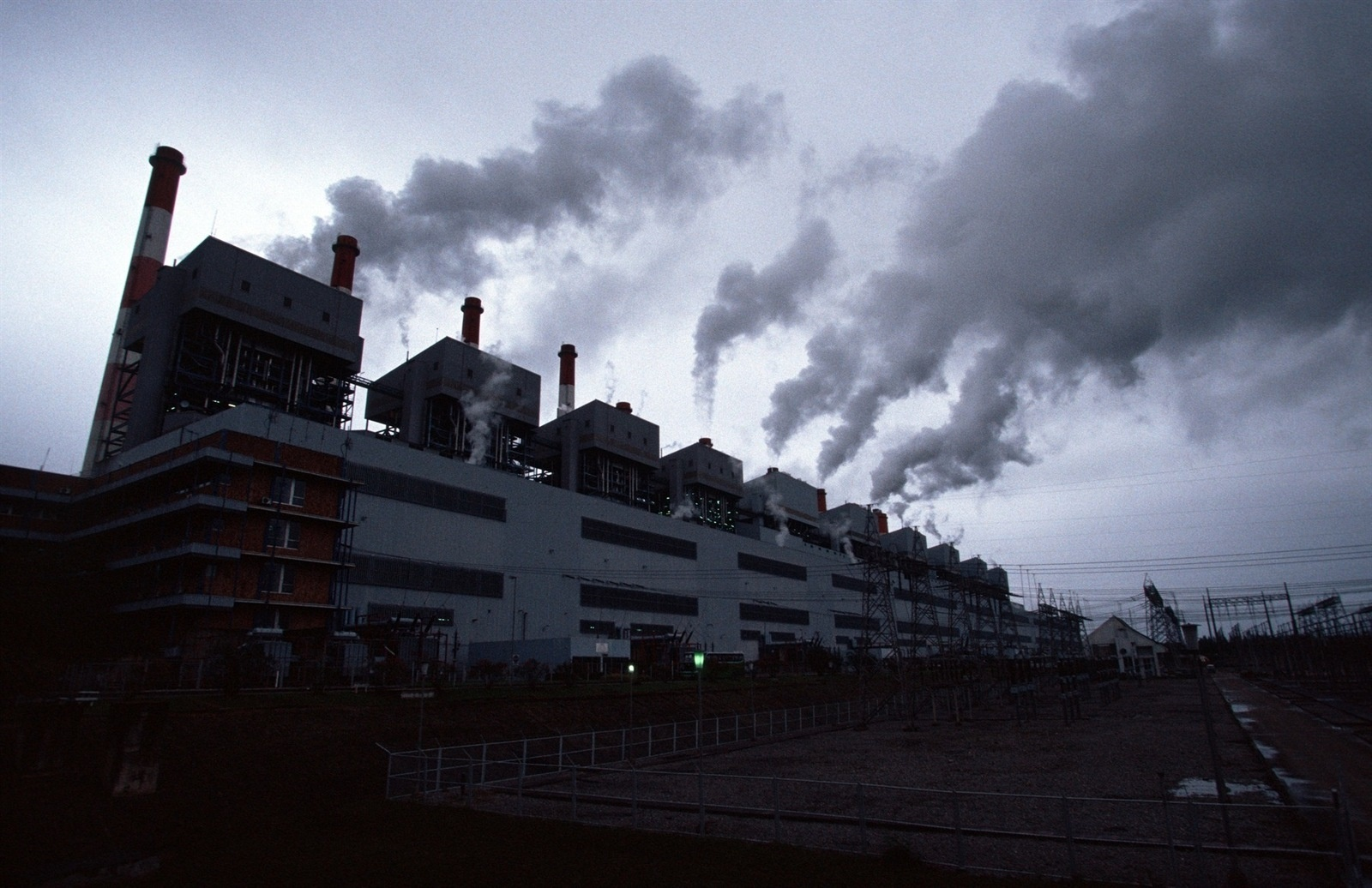 Toxic pollution pours from the huge chimney stacks of the Mae Moh power plant, Southeast Asia's largest lignite fired power generating facility.  Villagers in the area have long complained that the plant, which supplies north and northeast Thailand with power, is contaminating the surrounding area and poses a hazard to their health as well as damaging agricultural land.   The Mae Moh Power Plant, as it is known, began operations about 30 years ago and, despite being dogged by accusations of excessive pollution and evidence that locals are suffering respiratory problems as a result of burn-off from the plant, has continued to expand production.   Environmental activists in Thailand and elsewhere see the plant as an example of unclean power technology that should not be repeated in other countries. Proponents of coal and lignite plants say it offers cost effective energy with relatively little impact on the environment.